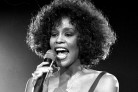 La morte di Whitney Houston è un grosso affare: i suoi dischi rientrano in classifica
