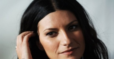 Laura Pausini, greatest hits e felicità: «Canto come magno»