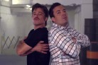 Brad Pitt e Jimmy Fallon si sfidano a suon di breakdance. Guarda il video