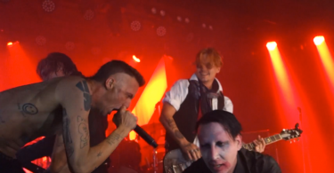 Halloween da paura: Marilyn Manson e Johnny Depp suonano live The Beautiful People