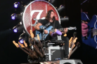 I Foo Fighters suonano i White Stripes, ma canta il medico di Dave Grohl