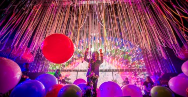 Le foto del coloratissimo show dei Flaming Lips a Milano