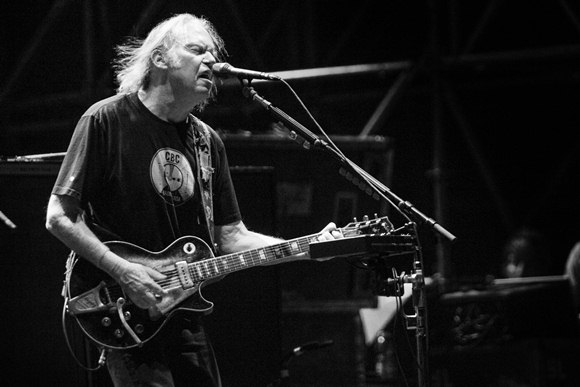 Neil Young sgrida pubblico New York