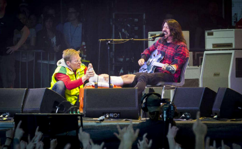 Dave grohl si rompe gamba finisce concerto