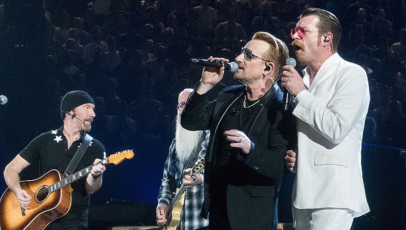 u2-eagles-of-death-metal-insieme-parigi